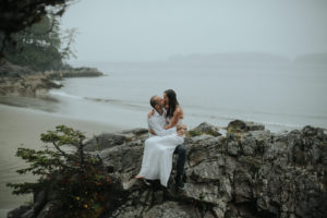Intimate Tonquin Beach Day-before portraits by Daring Wanderer // www.daringwanderer.com