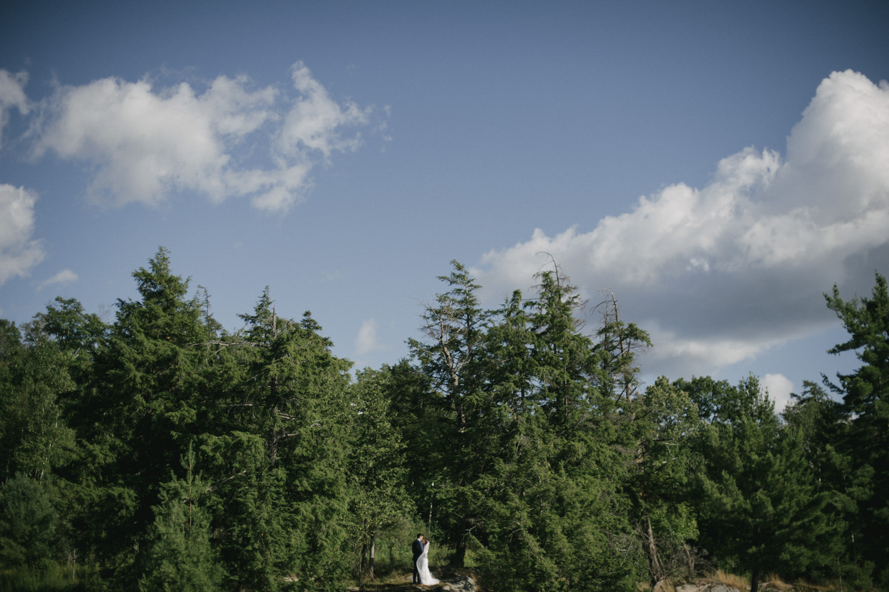 Daring Wanderer Photography - Daring Wanderer - Muskoka wedding photographer - Ontario wedding photographer - northern ontario wedding photographer - ridge at manitou wedding - cottage wedding - intimate cottage wedding