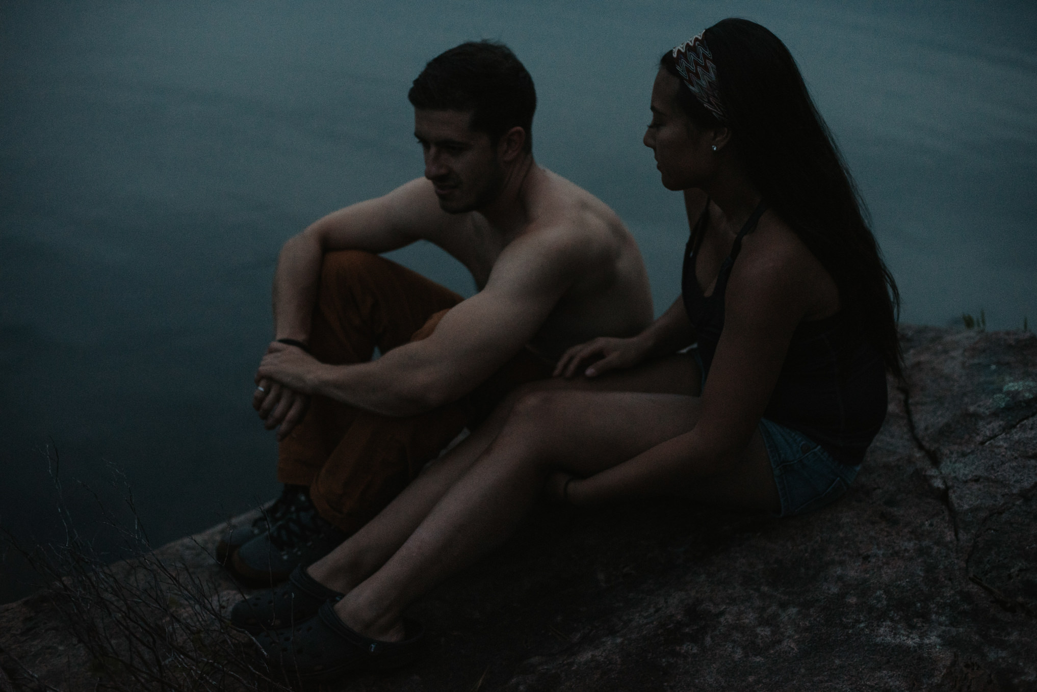 Camping couples shoot in the Algonquin Highlands // Daring Wanderer: www.daringwanderer.com
