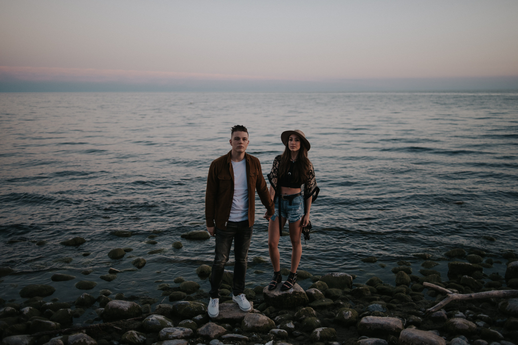 Fun end of summer couple portraits at sunset // www.daringwanderer.com