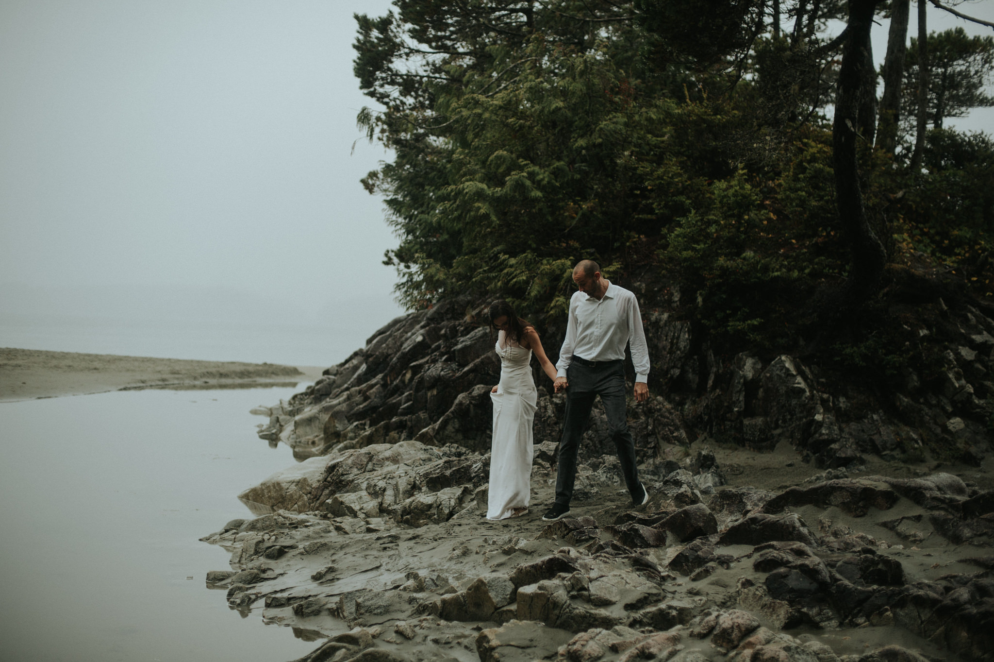 Intimate Tonquin Beach Day-Before Portraits in Tofino // Daring Wanderer: www.daringwanderer.com