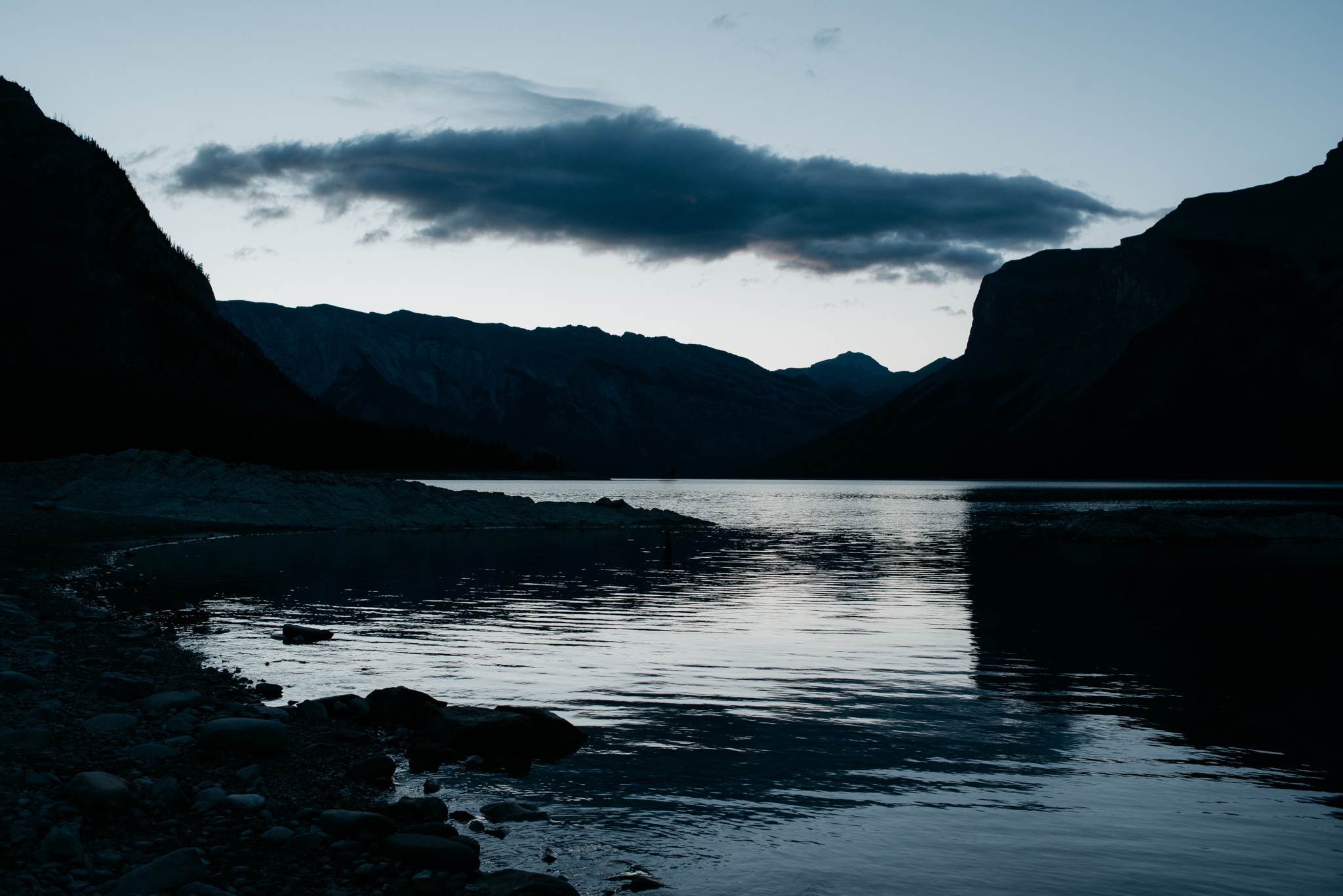 Sunrise at Lake Minnewanka in Banff National Park // Daring Wanderer: www.daringwanderer.com