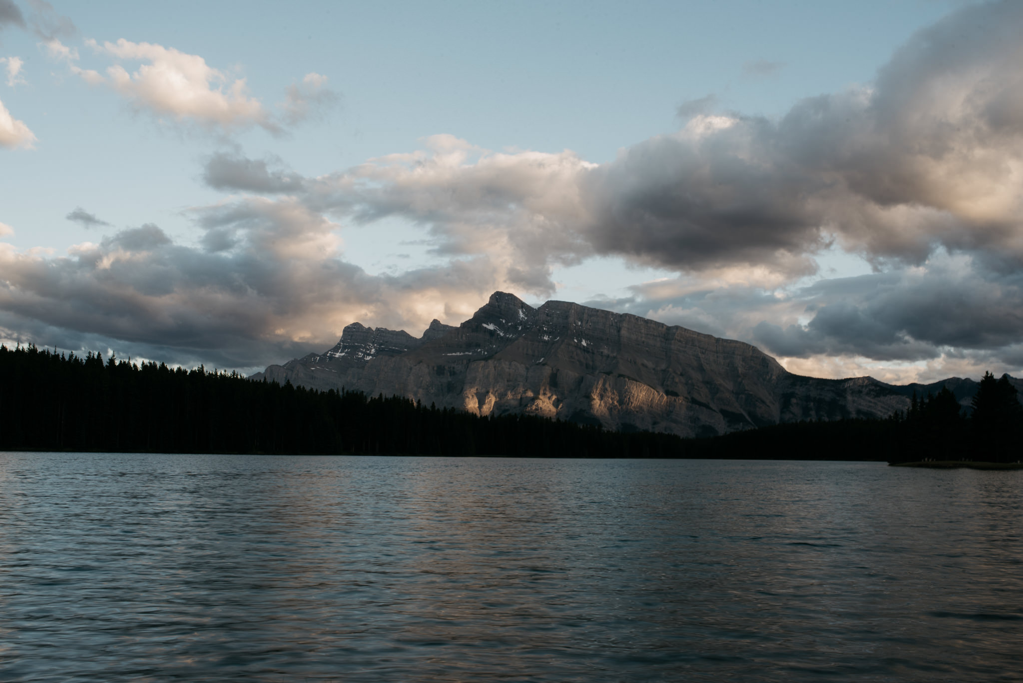 Sunset at Two Jack Lake in Banff National Park // Daring Wanderer: www.daringwanderer.com