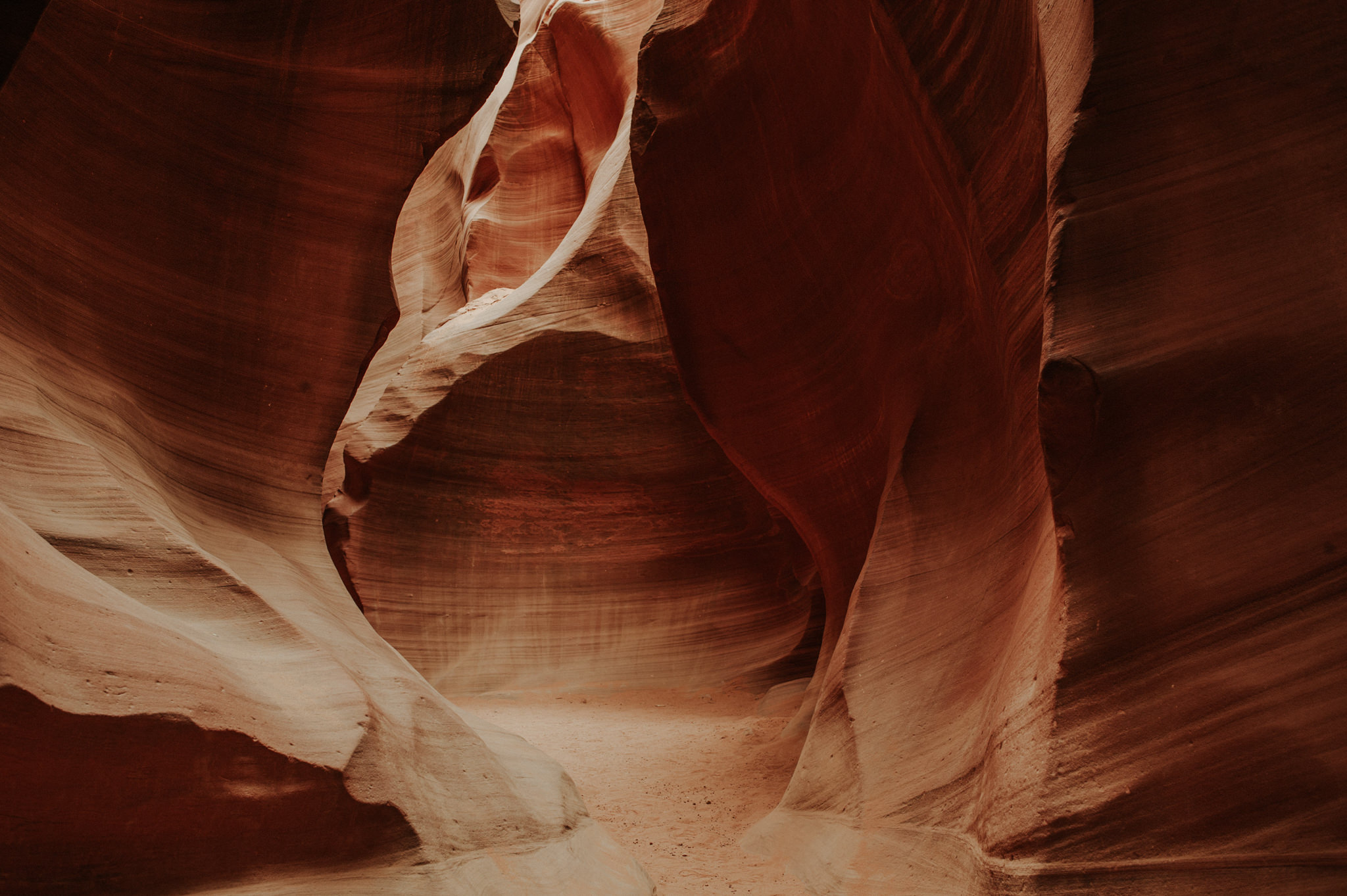 Lower Antelope Canyon in Arizona // Daring Wanderer: www.daringwanderer.com