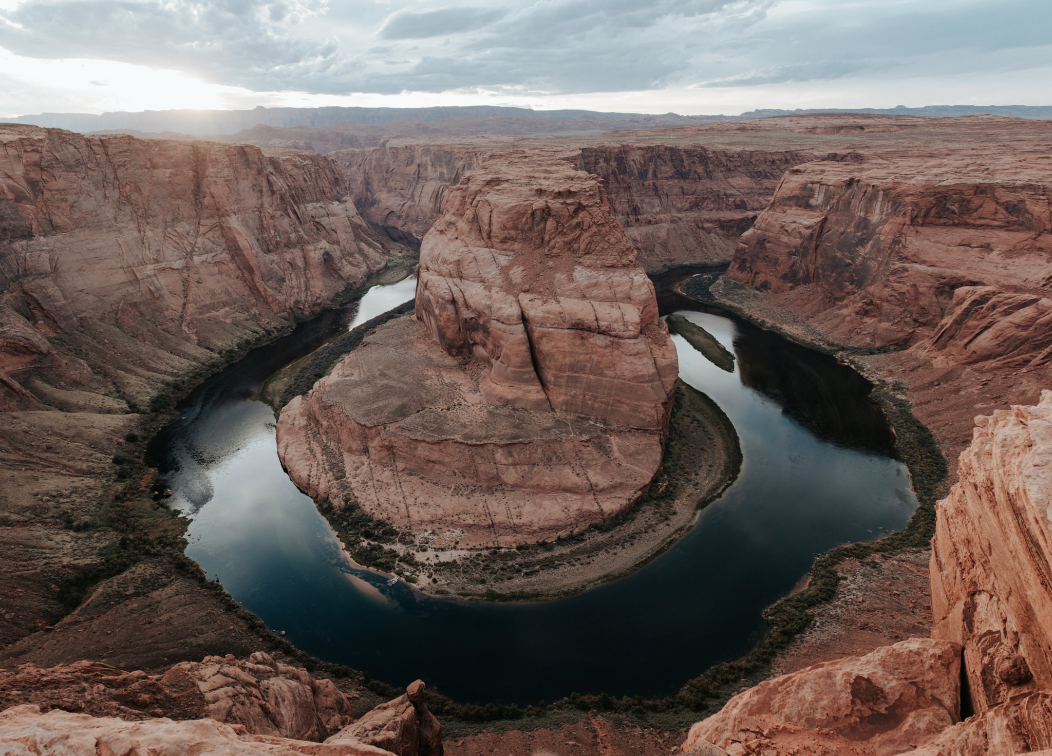 Horseshoe Bend at sunset in Page, Arizona // Daring Wanderer: www.daringwanderer.com