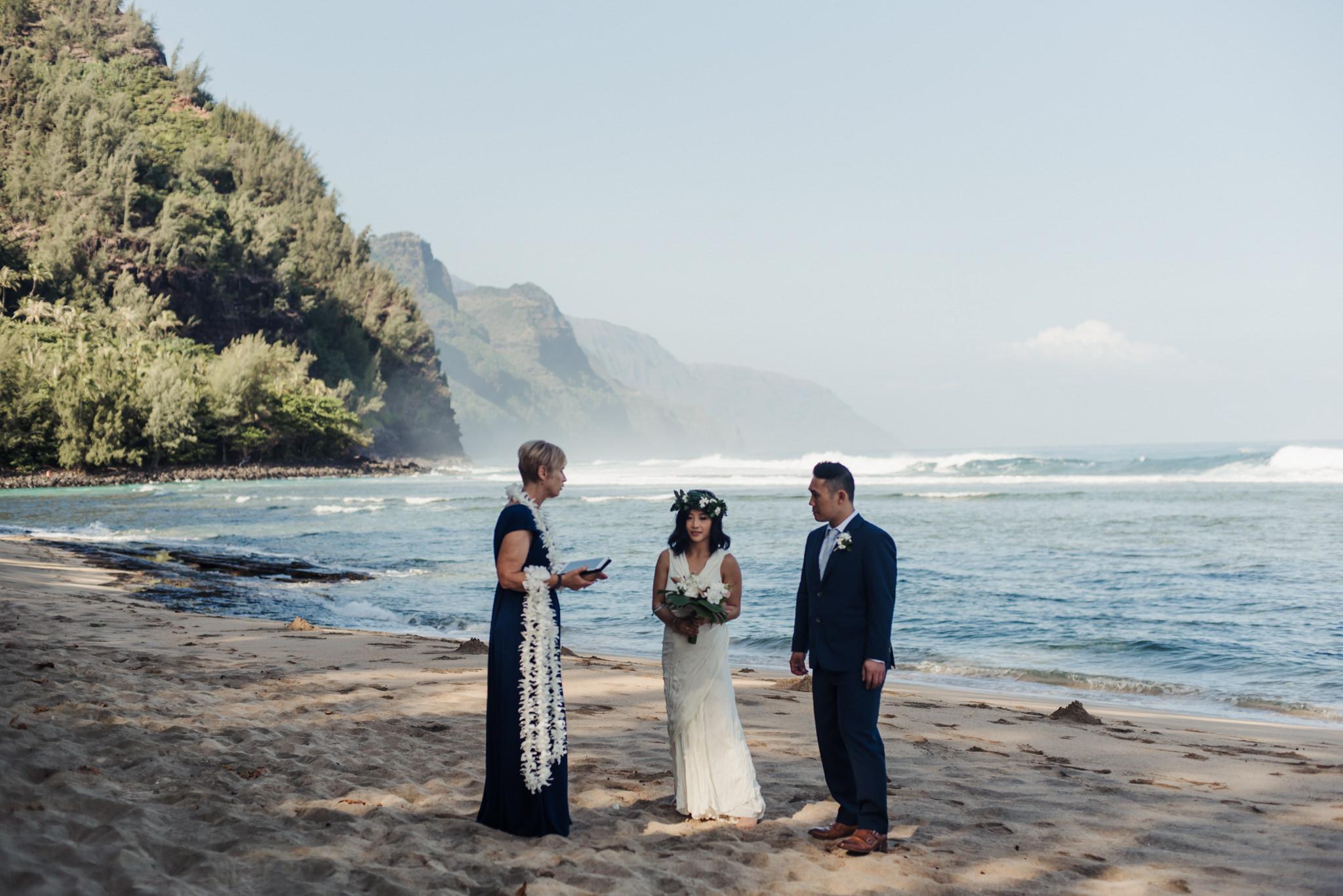 Ke'e beach Kauai elopement