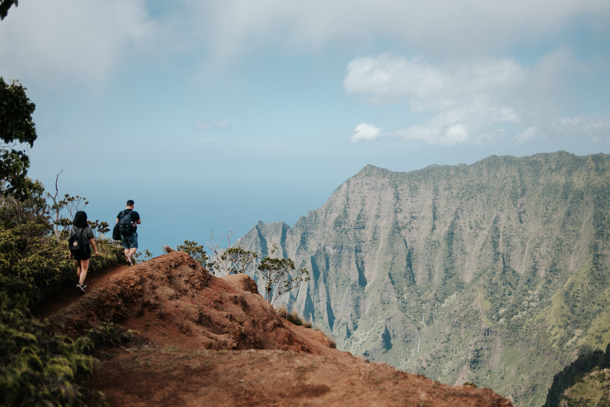 couple hiking in kauai