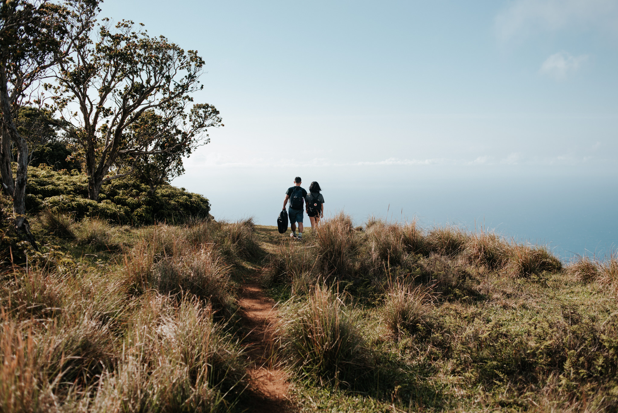 couple hiking in kauai