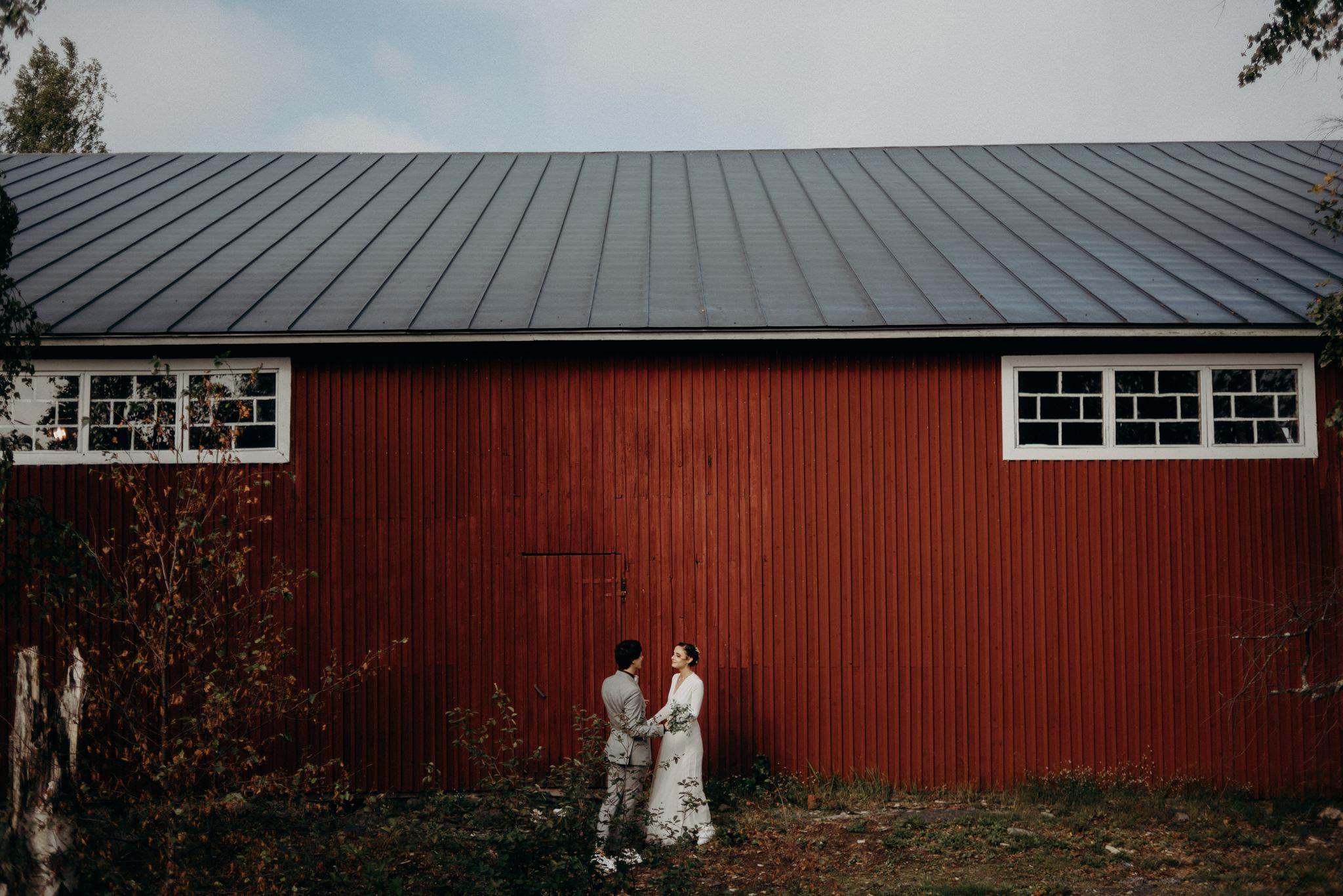 Wedding portrait in front of Valkosaaren Telakka