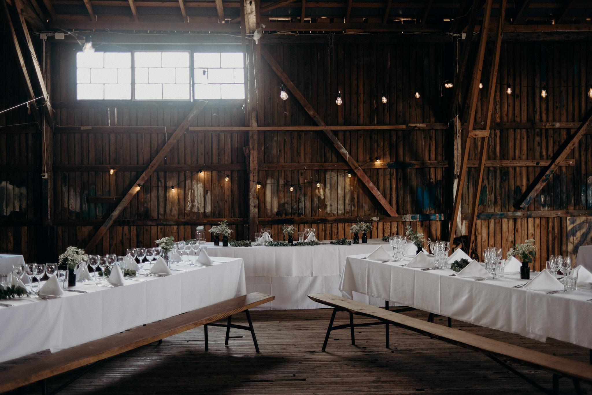 Valkosaaren Telakka wedding reception details