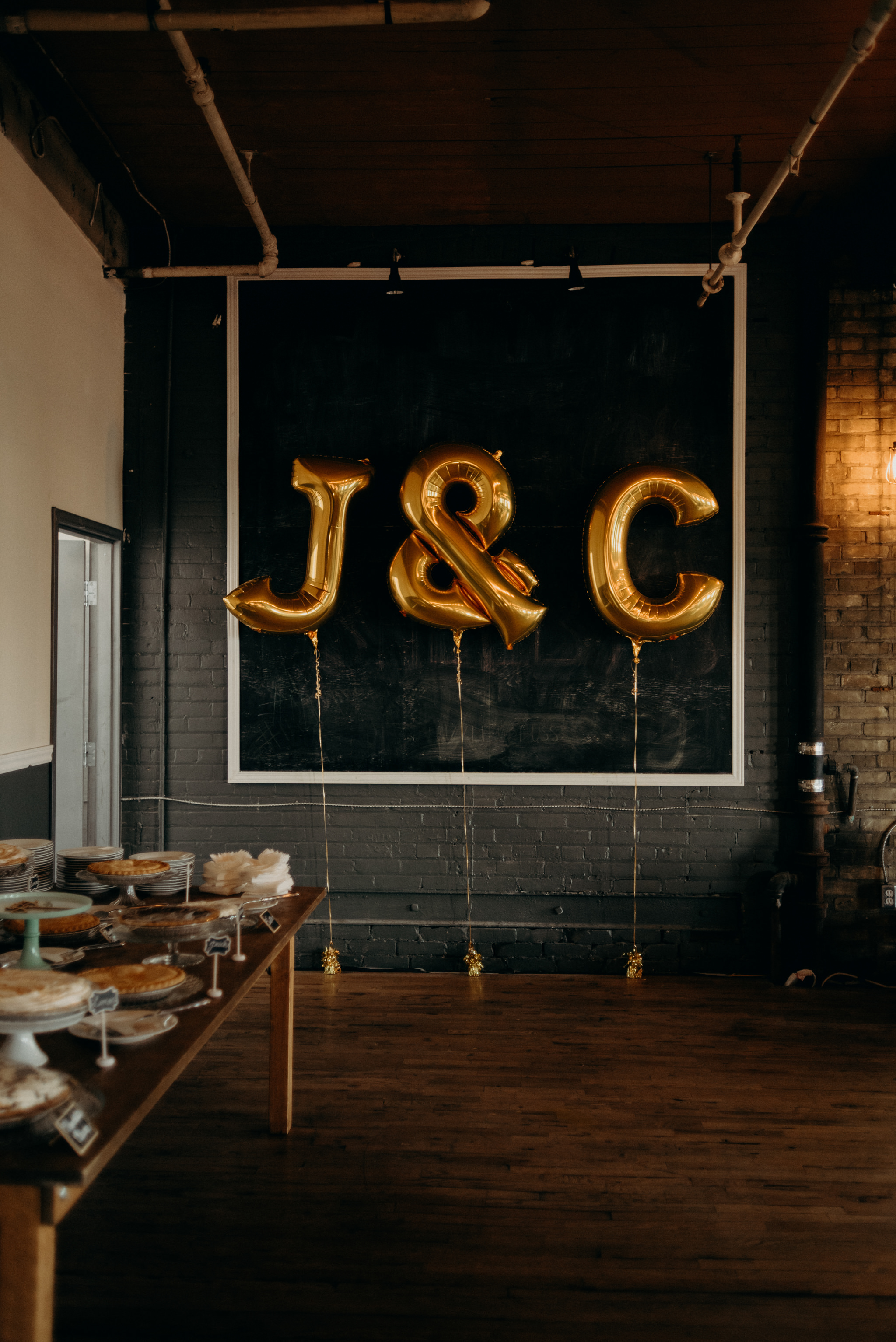 gold letter balloons at Jam Factory wedding reception