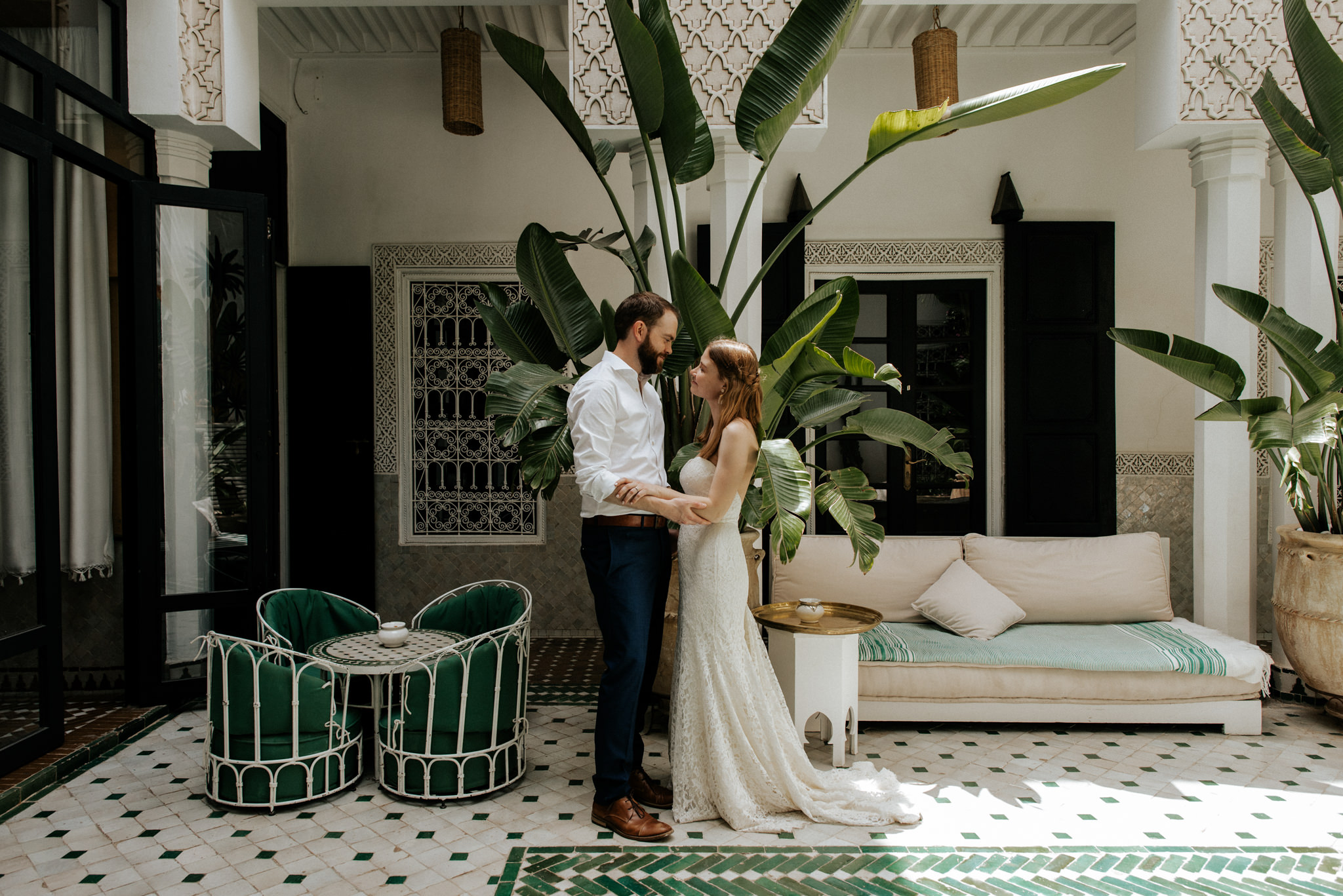 Bride and groom hugging in beautiful courtyard of Le Riad Yasmine wedding portraits