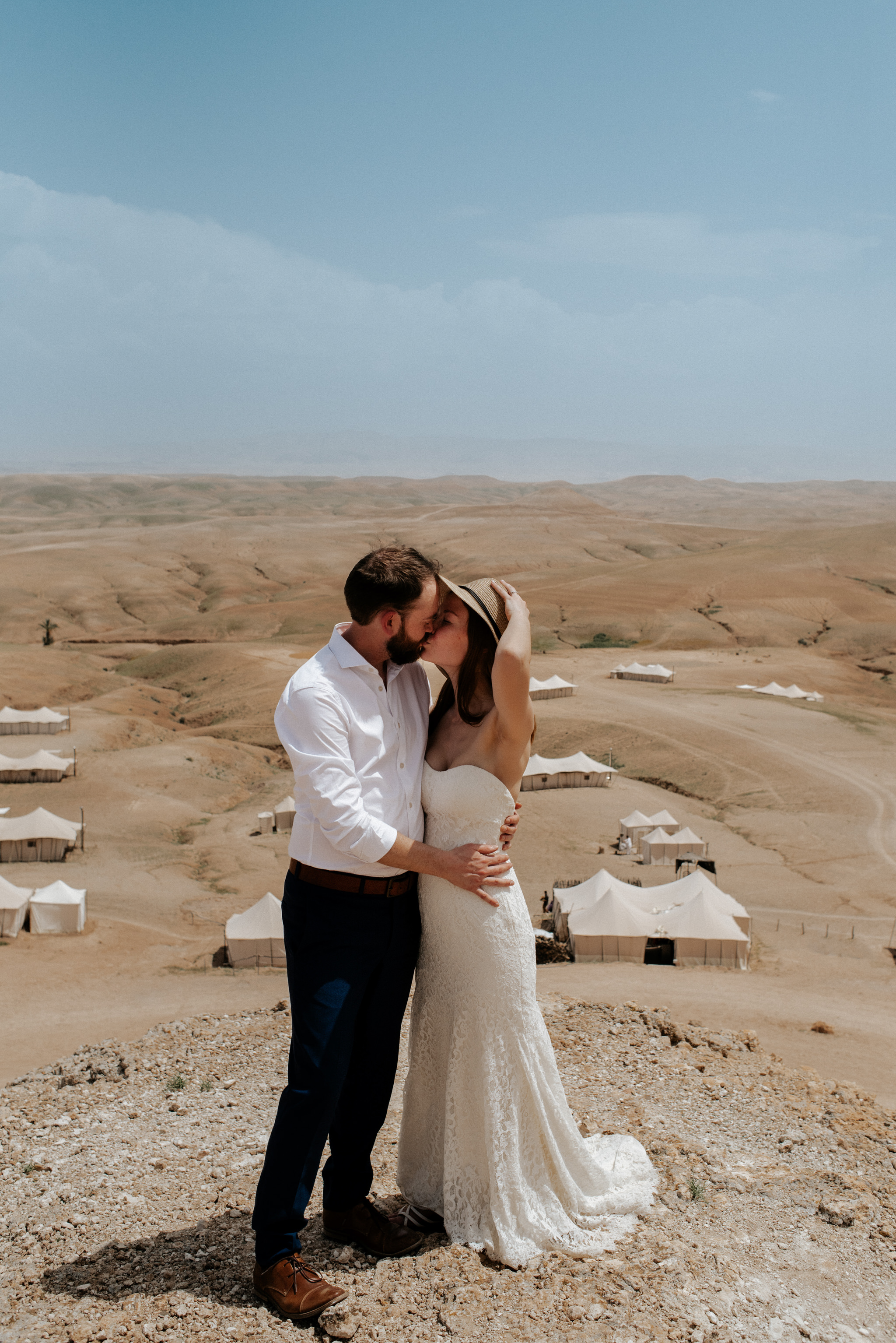 Couple kissing after eloping in Morocco at Scarabeo Camp