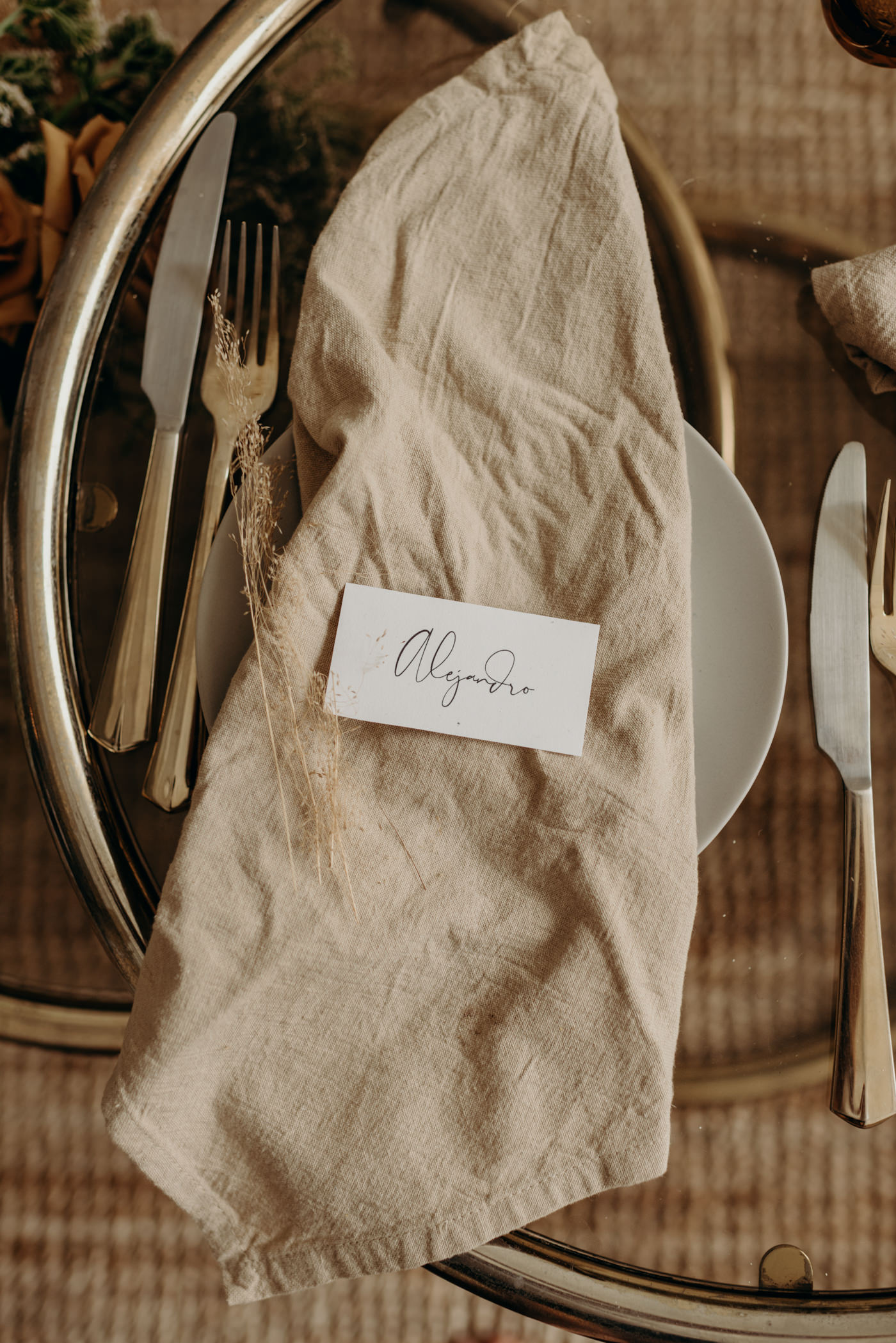 Elopement planner Daring Wanderer styles a gorgeous table for the couple