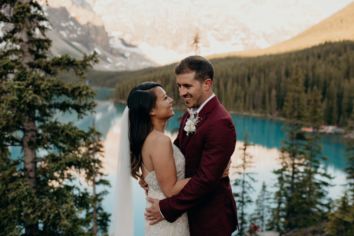 Moraine Lake sunrise elopement