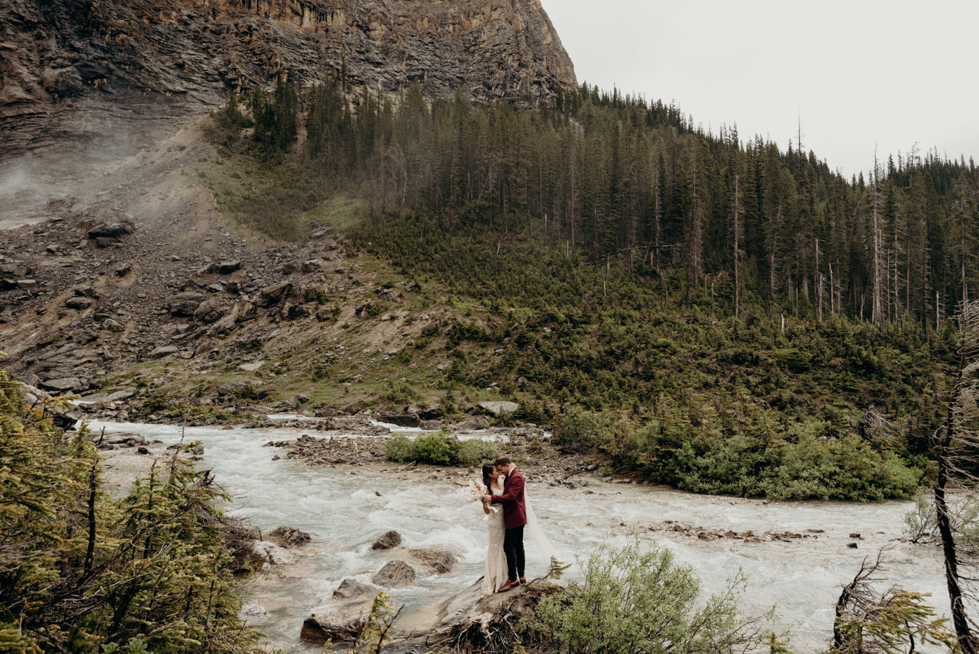 Adventurous elopement in national park in Canada