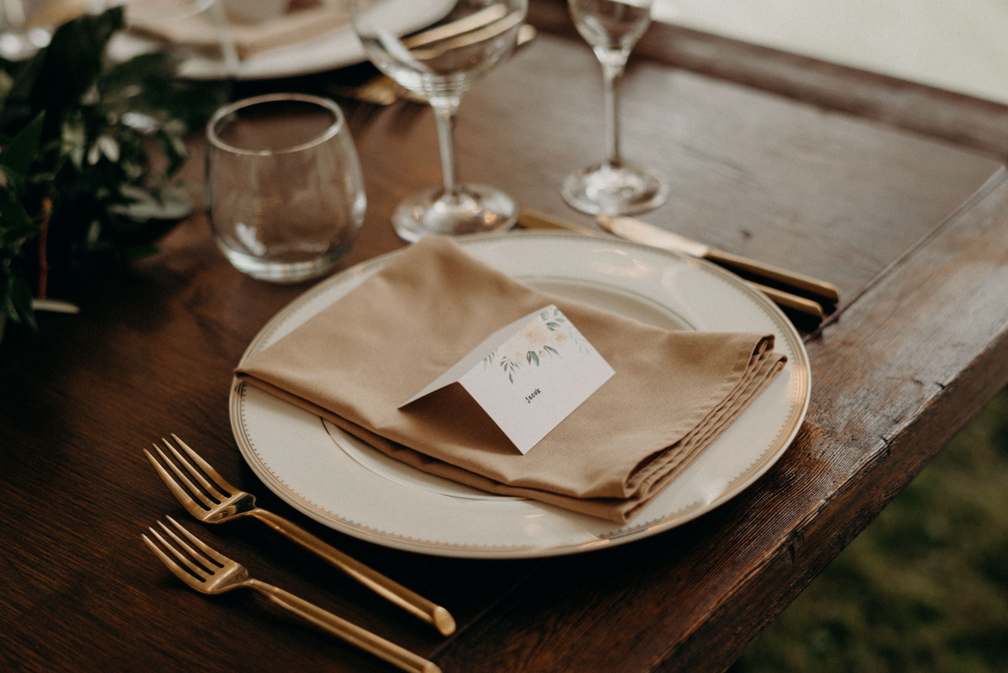 pandemic backyard wedding table setting