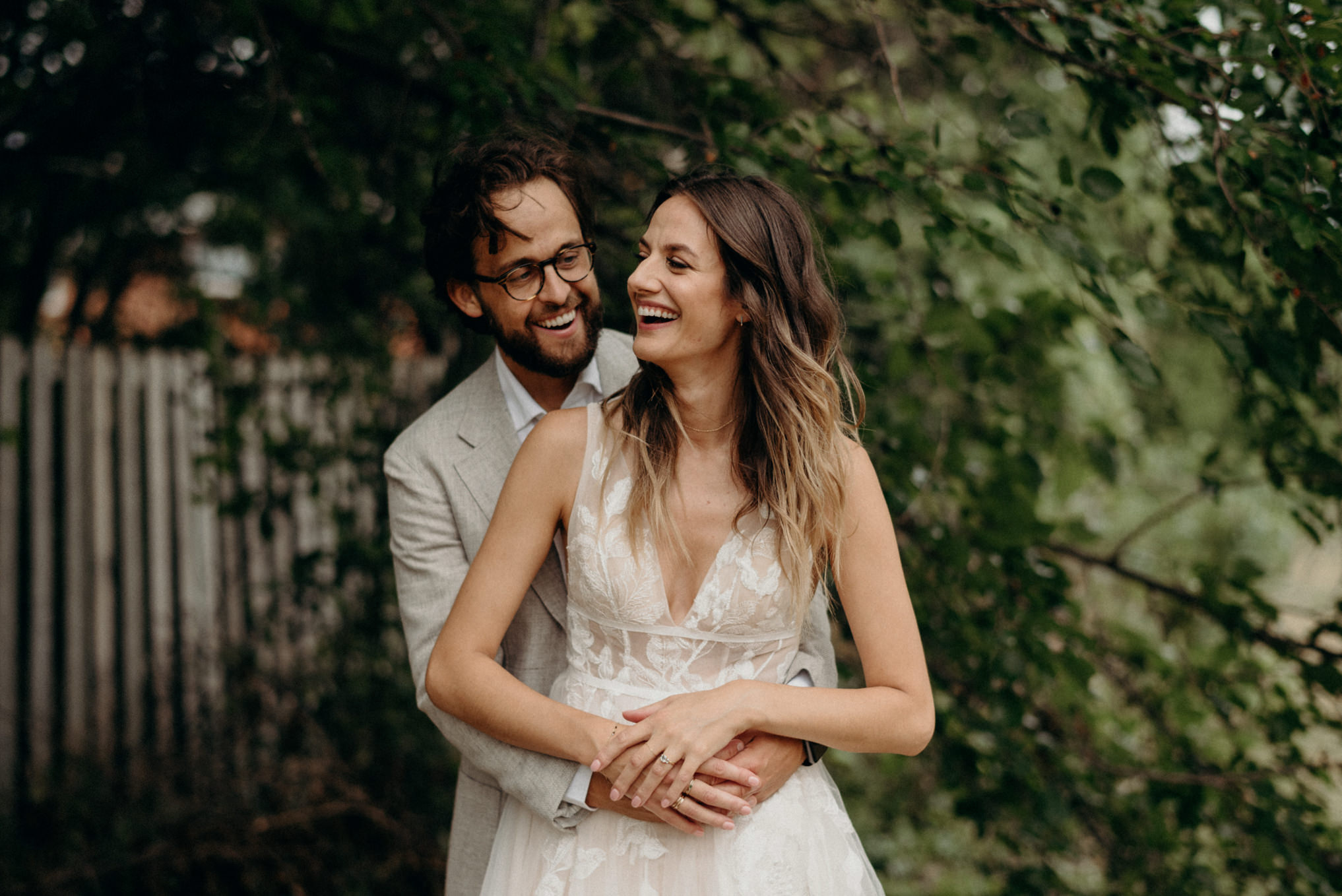 backyard outdoor wedding portraits