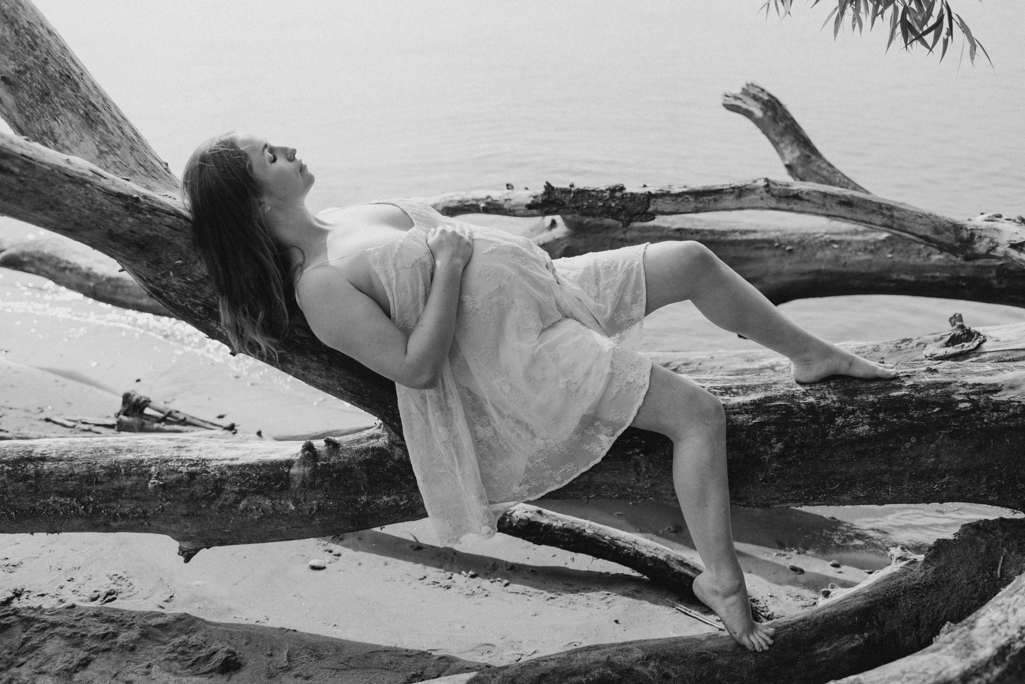 outdoor maternity shoot in Toronto