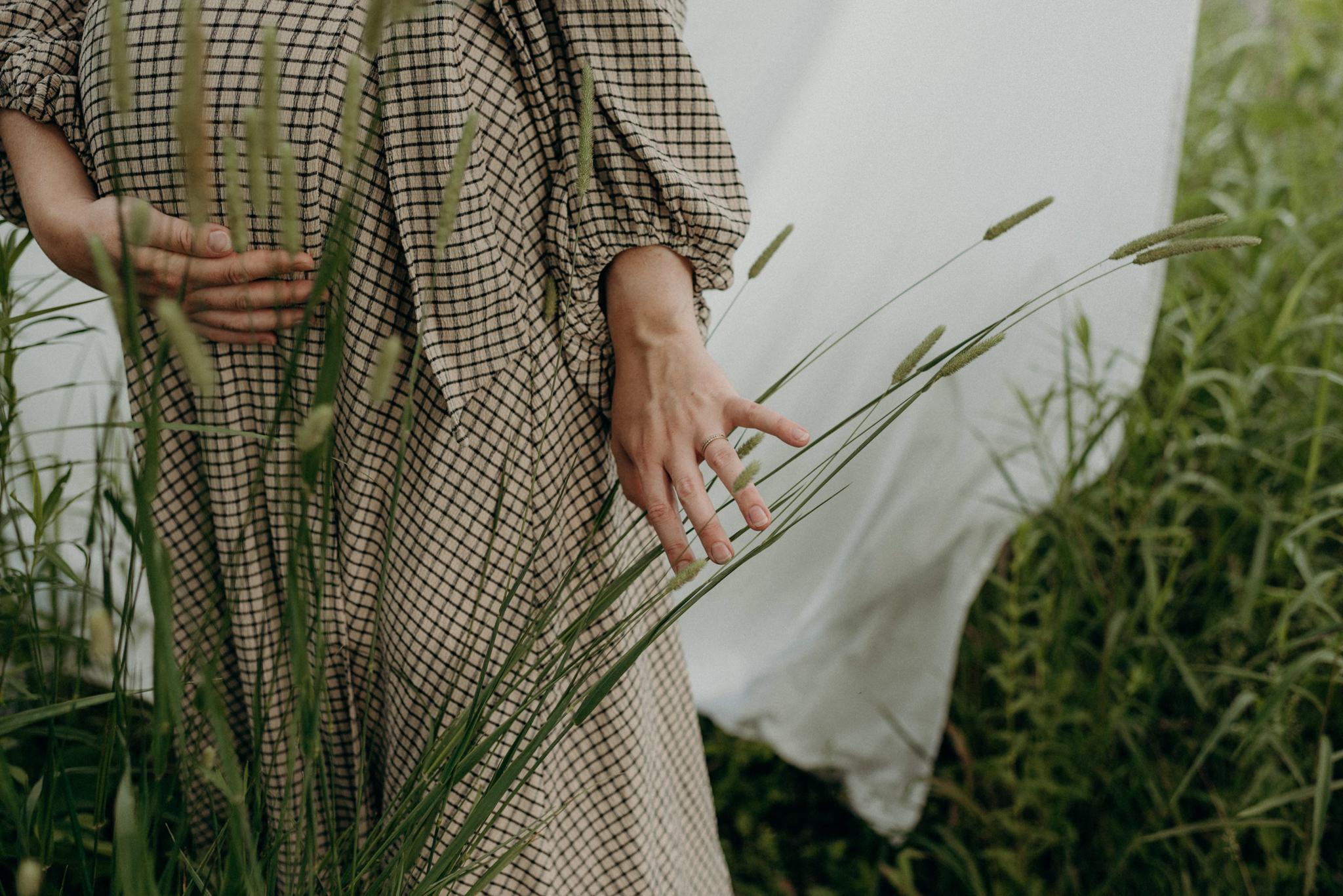 outdoor maternity shoot in Ontario