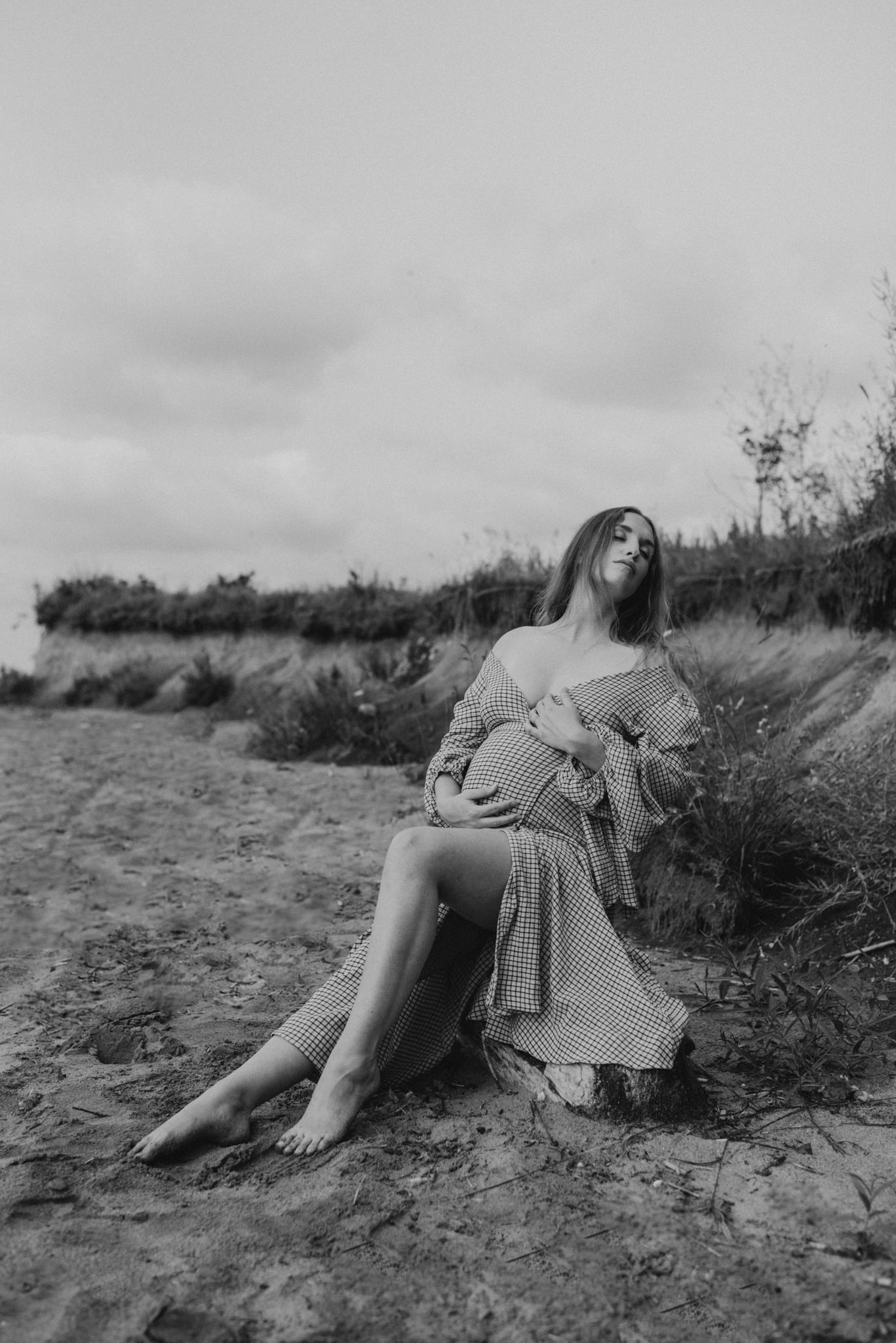 fashion motherhood shoot on the beach
